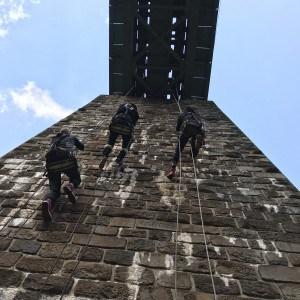 Školenie práce vo výškach pomocou špeciálnej lezeckej techniky